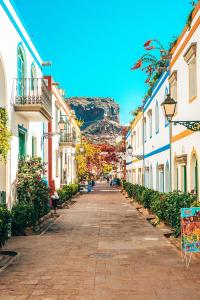 calles-de-la-vieja-opini-n-nicosia-es-capital-chipre-septentrional-noviembre-134793894